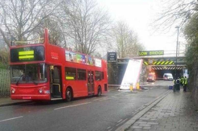 Deixando o ônibus com teto solar