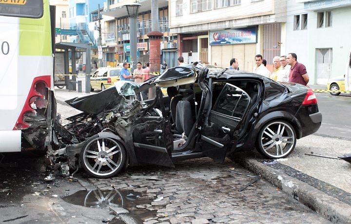 10 famosos que já se envolveram em acidentes de carro