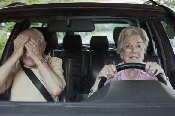 O que fazer quando aquele parente idoso insiste em continuar dirigindo