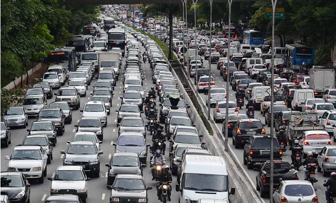 Dicas para motos no trânsito urbano