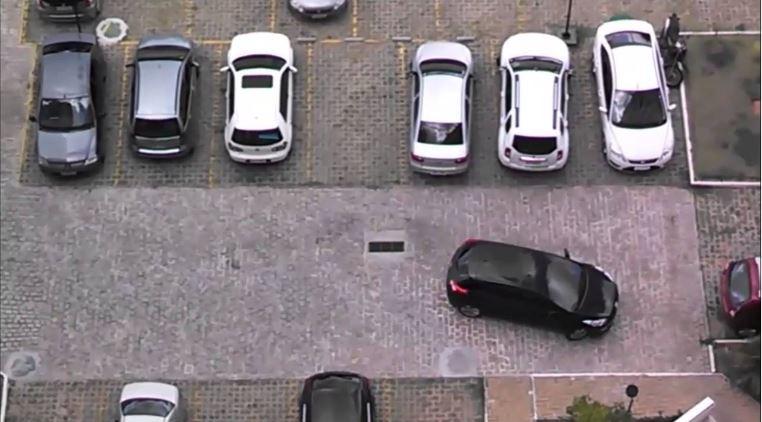 Quem consegue estacionar de ré mais fácil?