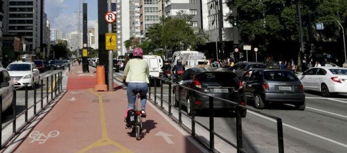 Ir de carro, ônibus ou bicicleta?