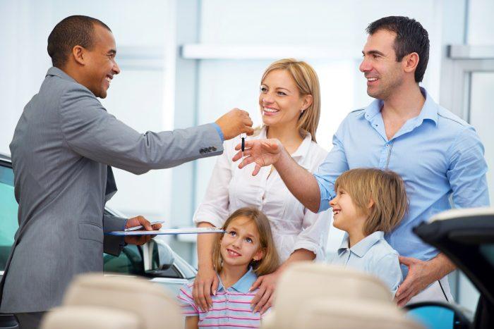 17 dicas para comprar um carro para a família