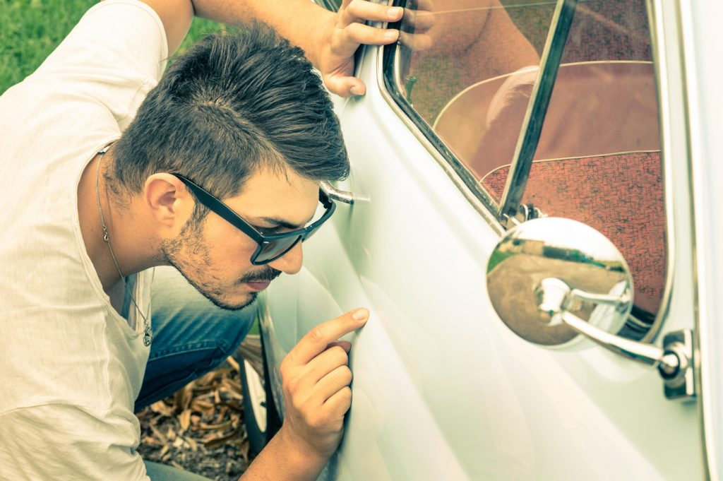 6 pontos de atenção ao comprar um carro reparado