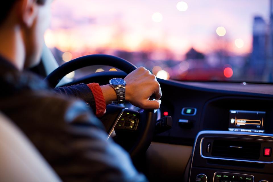 10 erros ao dirigir que você não deve cometer