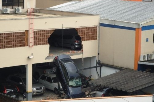 Sistemas de auxílio de estacionamento