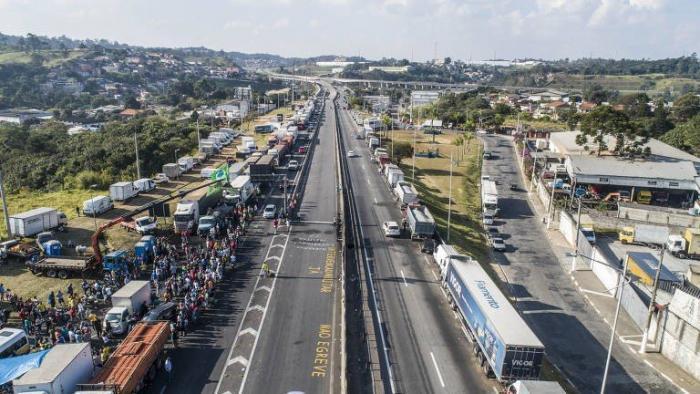 A greve dos caminhoneiros pela redução do preço do óleo diesel