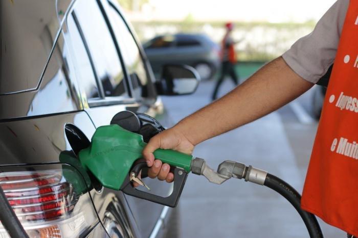 O preço da gasolina está alto, saiba dirigir com economia