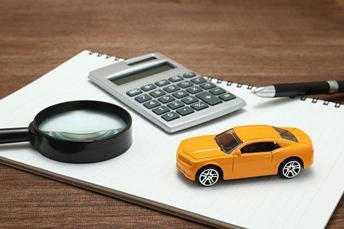 Calcule o custo mensal para manter seu carro