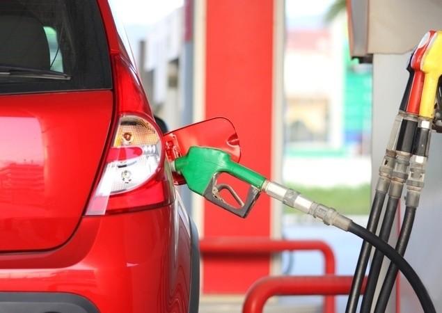 Posso colocar etanol em carro a gasolina?